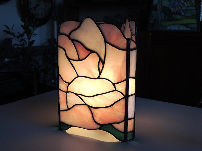 薇の行燈(あんどん)ピンク色点灯時