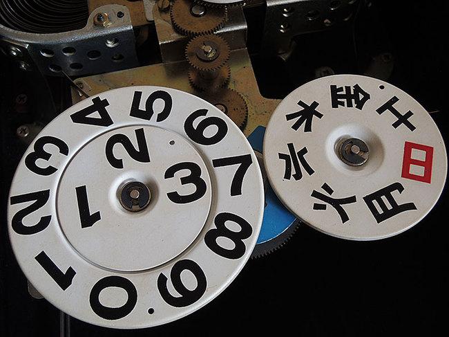 AKIKOSHA(愛工舎)製 31DAY カレンダー 柱時計|ゼンマイ式・日付プレート