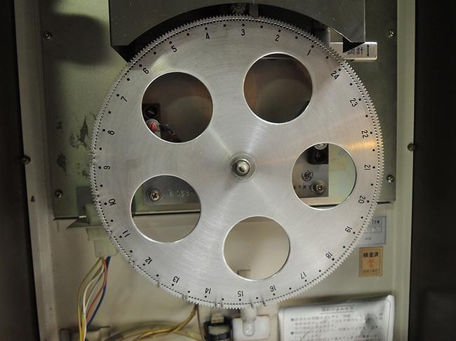 ちょっと珍しいセイコー製(SEIKO)の電気式掛け時計・時刻合わせ