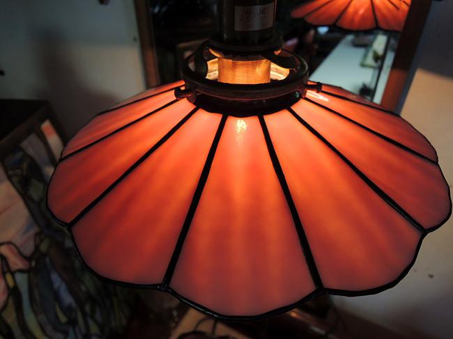 ステンドグラス製 レトロ電球の傘アンティークピンク