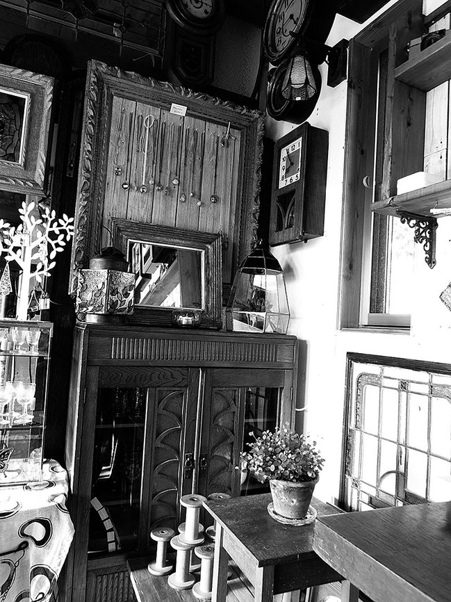 Amieseアミーゼ・レトロ柱時計とステンドグラス雑貨
