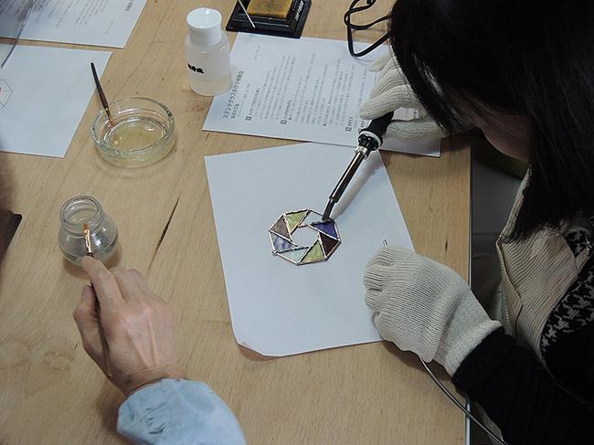 新潟市秋葉区・アミーゼ・ステンドグラス手作り体験会・画像