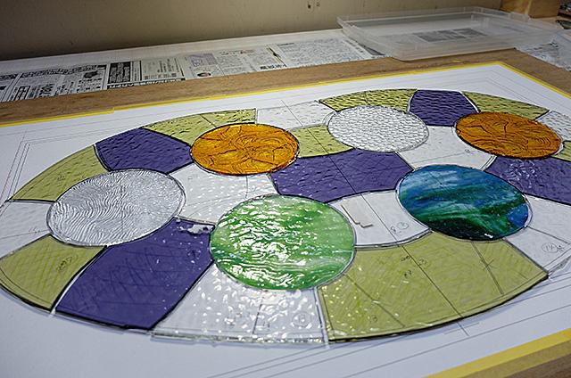 Amieseアミーゼ・カサ・バトリョ風ステンドグラス製パネル作り