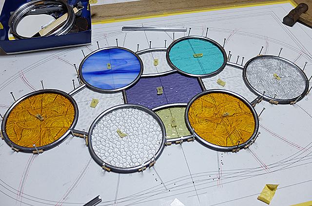 新潟市秋葉区Amieseアミーゼ・カサ・バトリョ風ステンドグラス製パネル
