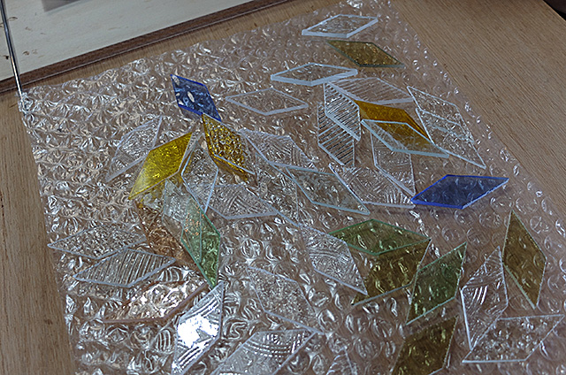 Amieseアミーゼ・ステンドグラス体験教室・オーナメント雪の結晶作り