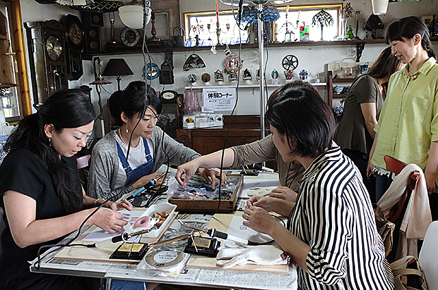 新潟市Amieseアミーゼ・ステンドグラス体験教室の様子